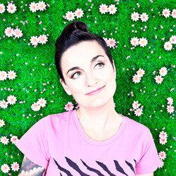 Zoe Lyons – Pop-Up Comic  4 star ****