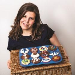 Arielle Dundas: Vulva Cupcake 2**